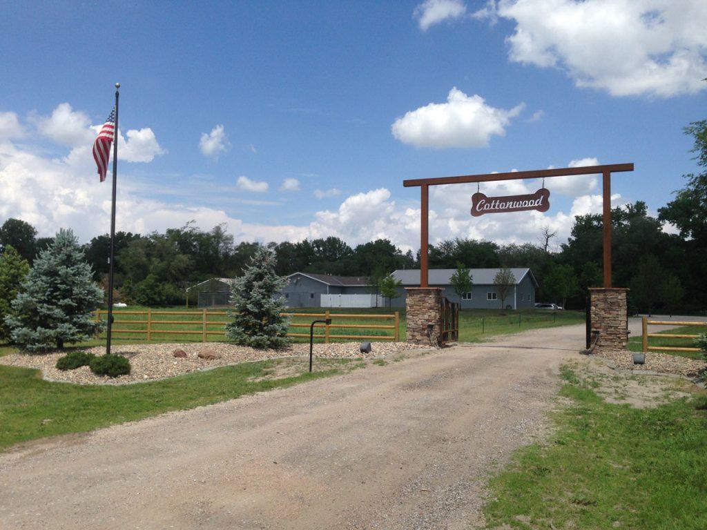cottonwood-entrance-1